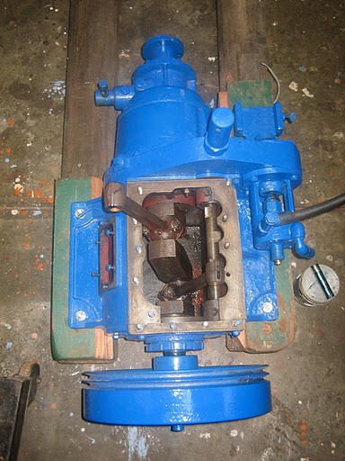 Simplex engine with block and pistons removed