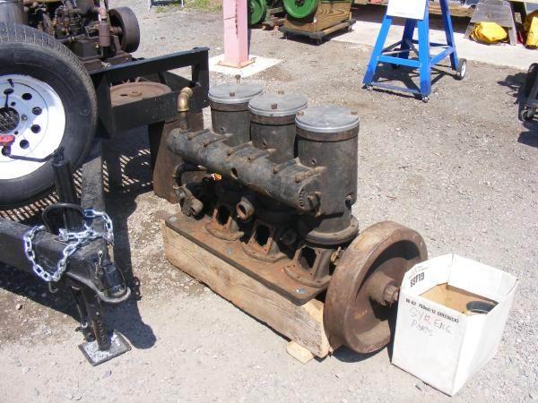 Old Marine Engine: Syracuse 3 cylinder