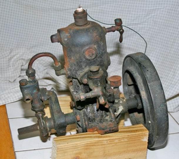 Old Marine Engine: Evinrude Single
