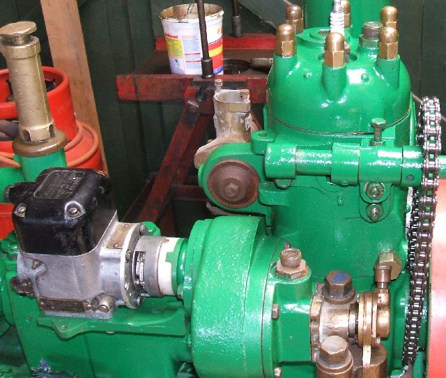 r/h side engine